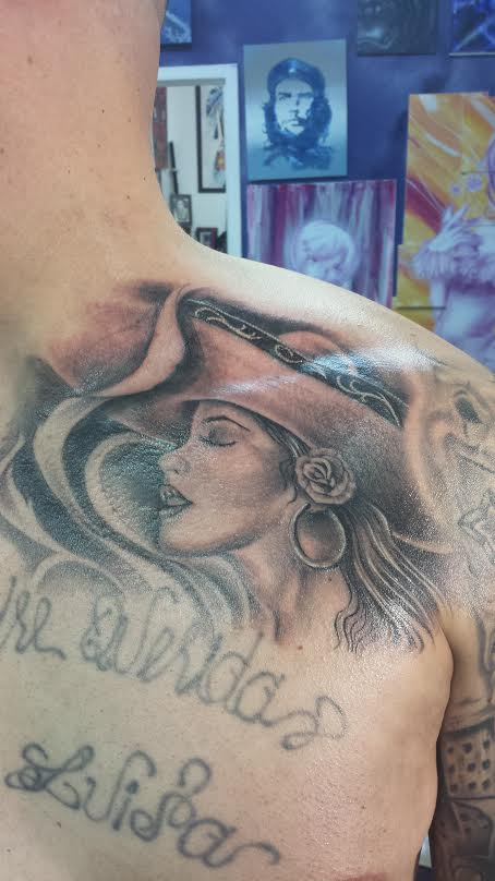 lady-shoulder-tattoo